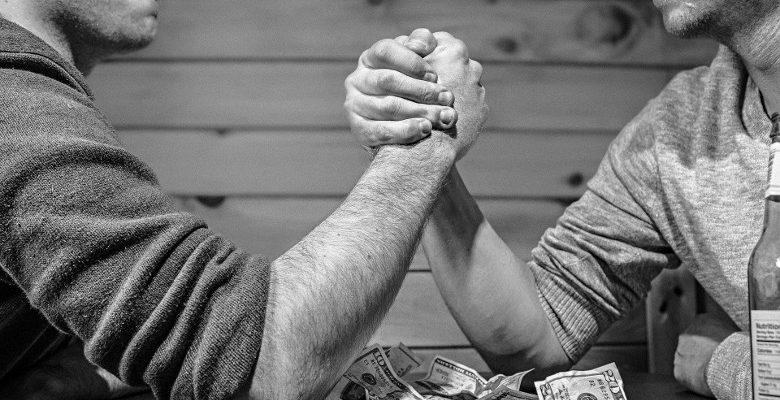 Le bras de fer est-il le meilleur exercice pour se muscler avec une table ?